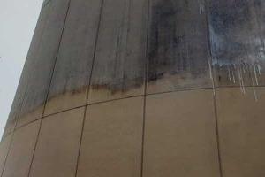 肮脏的商业建筑表面特写